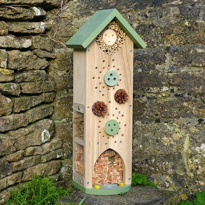insektenhotel-selber-bauen-ein-schön-aussehendes-insektenhotel-selber-bauen