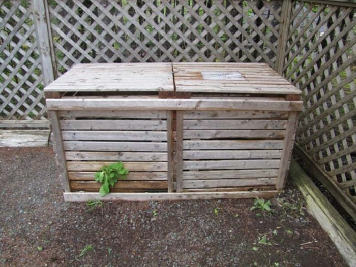 komposter-selber-bauen-schön-aussehender-komposter-aus-holz