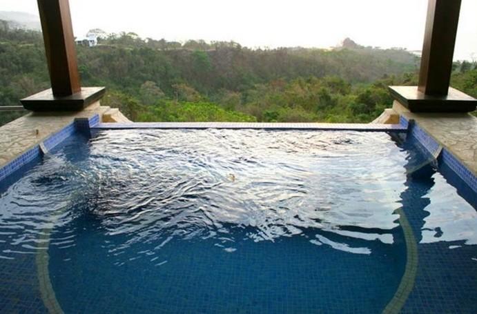 luxus-pool-ausgefallener-pool-und-garten