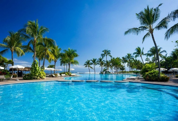 luxus-pool-ein-garten-mit-pool