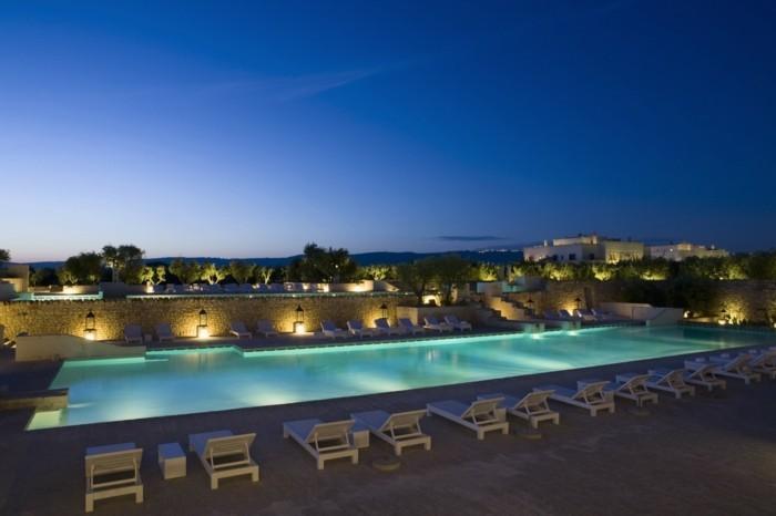 luxus-pool-ein-pool-im-kleinen-garten