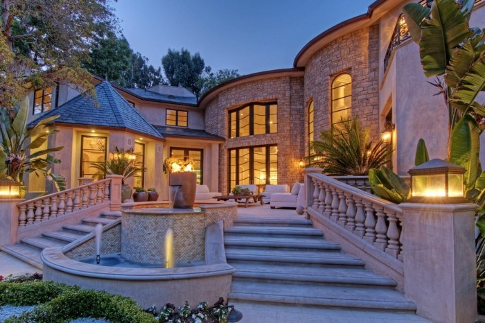 luxus-pool-ein-schönes-luxus-ferienhaus-mit-pool