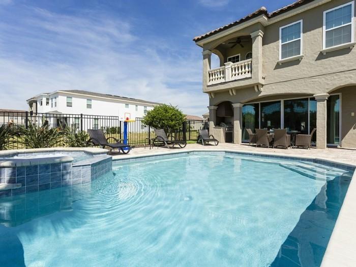 luxus-pool-ein-tolles-luxus-ferienhaus-mit-pool