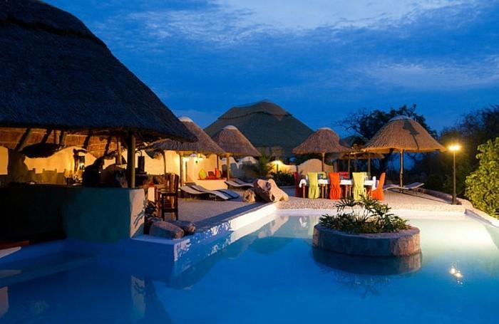 luxus-pool-großer-pool-und-garten