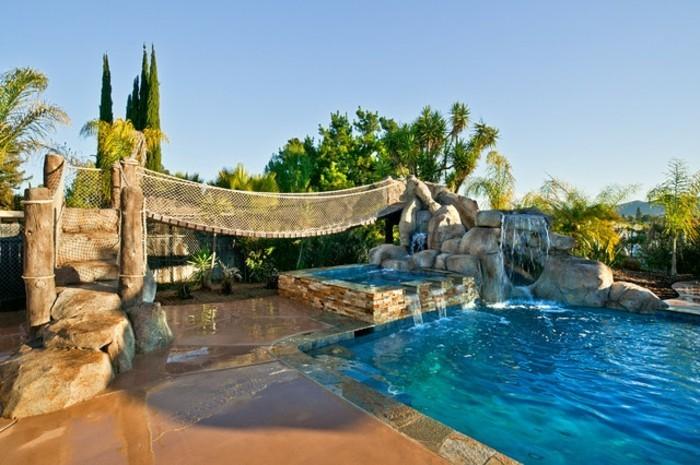 luxus-pool-hier-ist-ein-luxus-ferienhaus-mit-pool