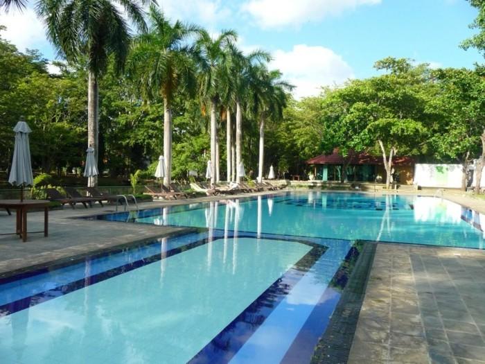 luxus-pool-hier-ist-noch-ein-luxus-ferienhaus-mit-pool