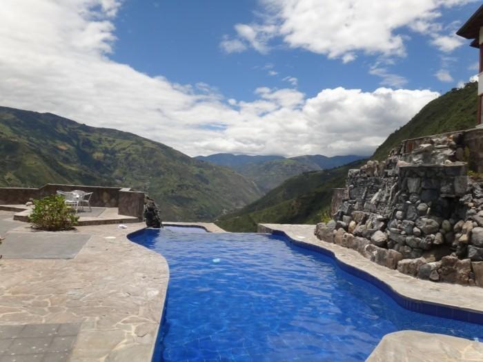 luxus-pool-idee-für-einen-riesengroßen-luxus-pool