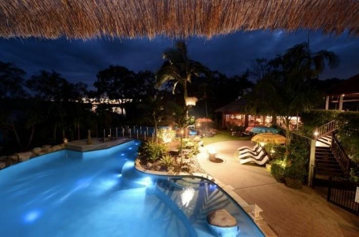 luxus-pool-idee-für-luxus-ferienhaus-mit-pool