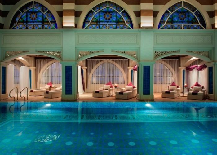 luxus-pool-man-kann-einen-luxus-pool-im-garten-bauen