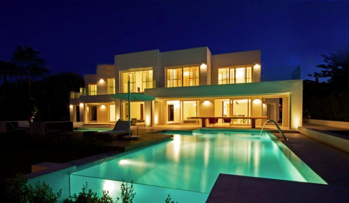 luxus-pool-noch-ein-pool-im-garten