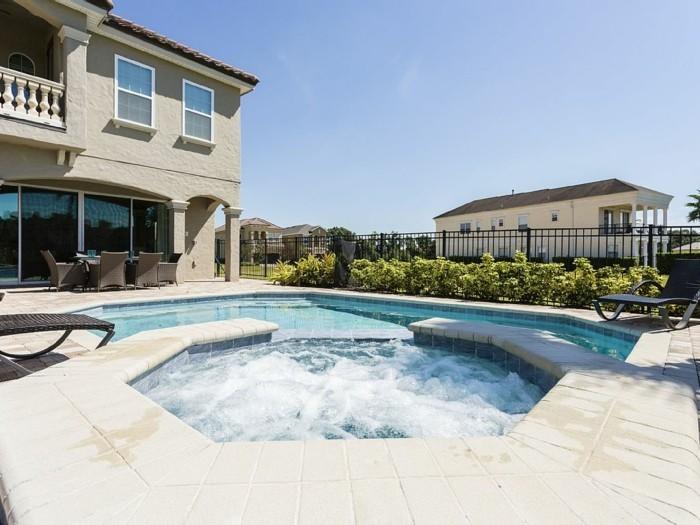 luxus-pool-noch-ein-pool-im-kleinen-garten