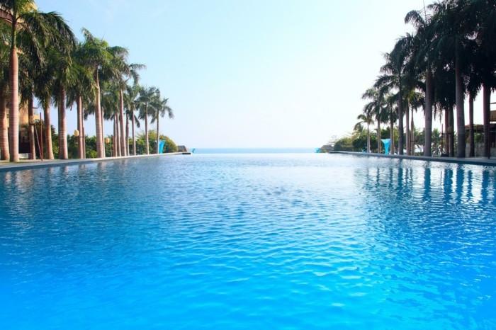 luxus-pool-riesengroßer-luxus-pool