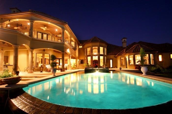 luxus-pool-toll-aussehender-luxus-ferienhaus-mit-pool