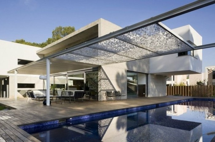 moderne-pergola-am-schwimmbad-metall-system