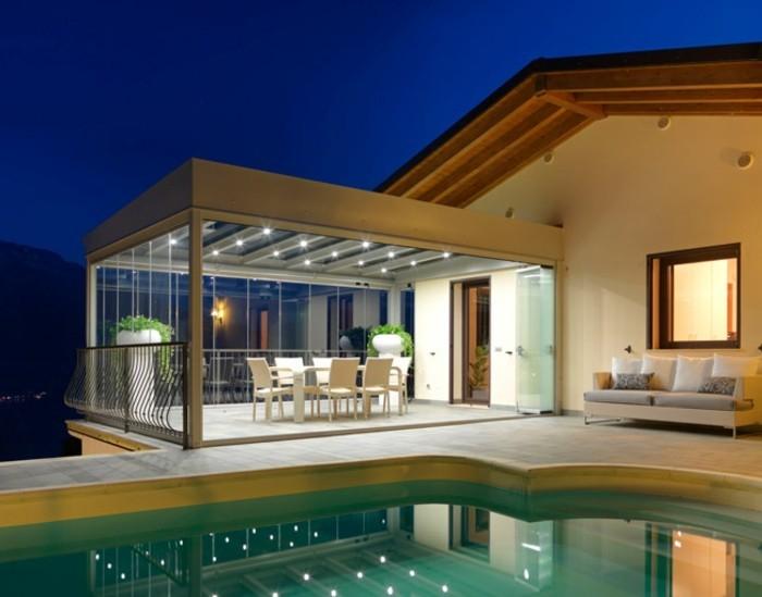 moderne-pergola-am-schwimmbad-mit-beleuchtung