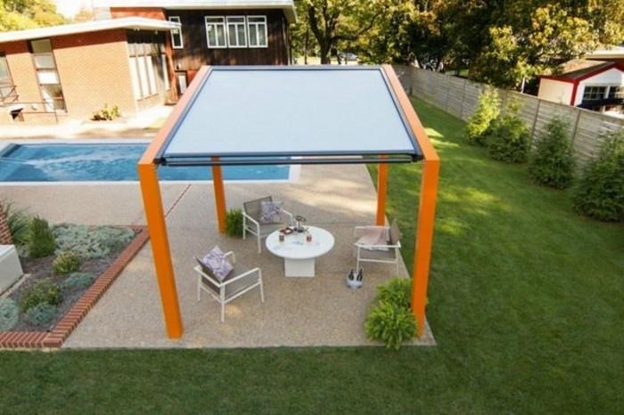 orange-gestell-pergola-mit-faltdach-und-bisto-gartenmöbel-gartengestaltung