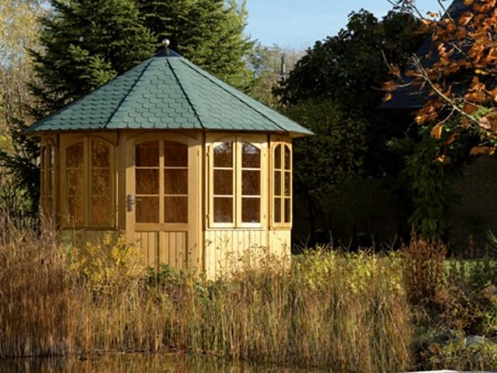 pavillon-für-garten-stabil-und-rund