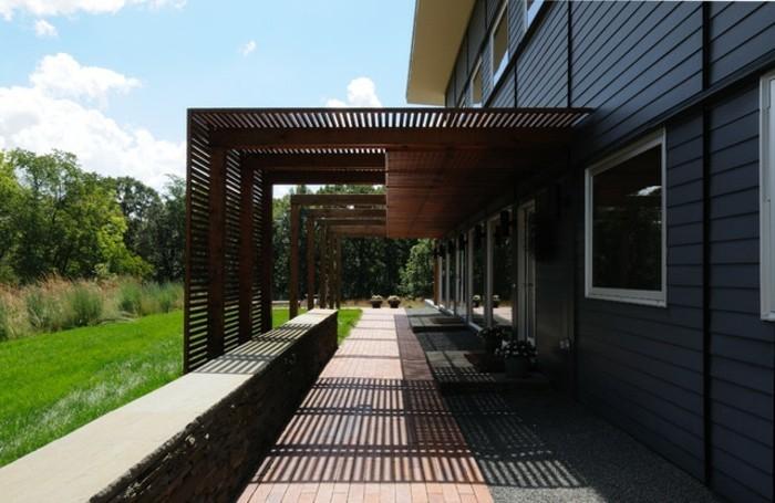pergola-aus-holz-modernes-design-vorgarten-gestaltung