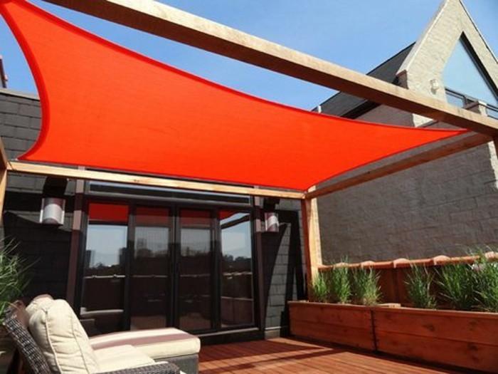 pergola-mit-sonnensegel-rote-farbe