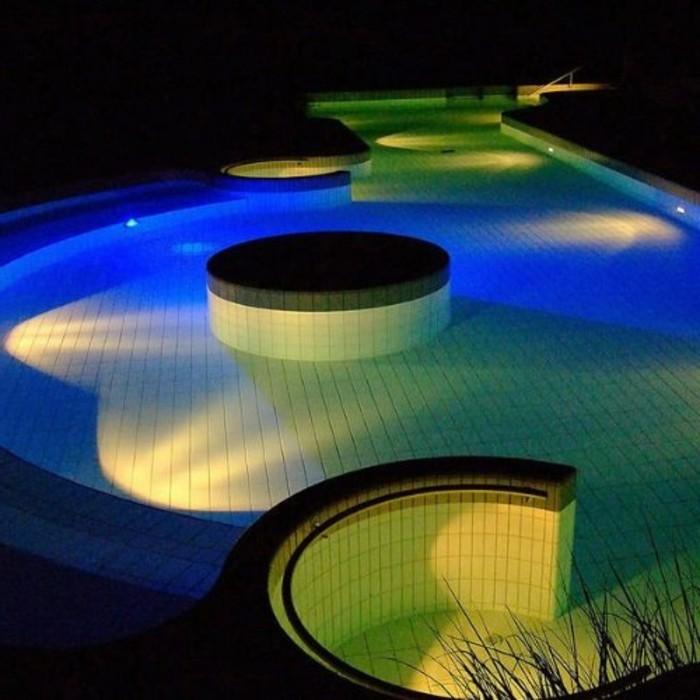 pool-beleuchtung-idee-für-blaue-led-beleuchtung