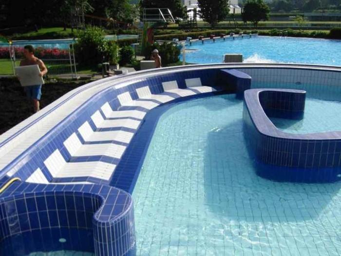 pool fliesen f r ein modernes schwimmbecken. Black Bedroom Furniture Sets. Home Design Ideas