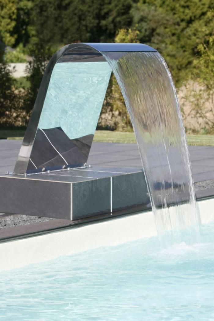 scwalldusche-pool-schöner-pool-mit-einer-schwalldusche