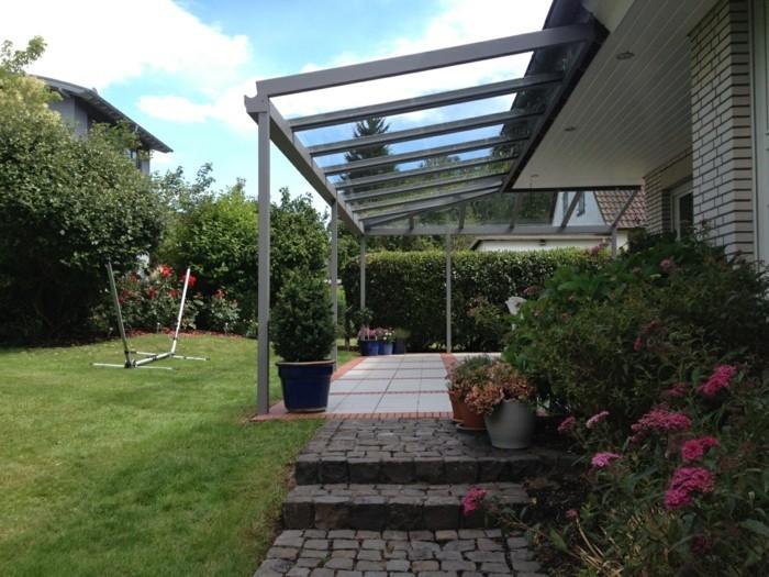sommer-haus-mit-Terrassenüberdachung-glas