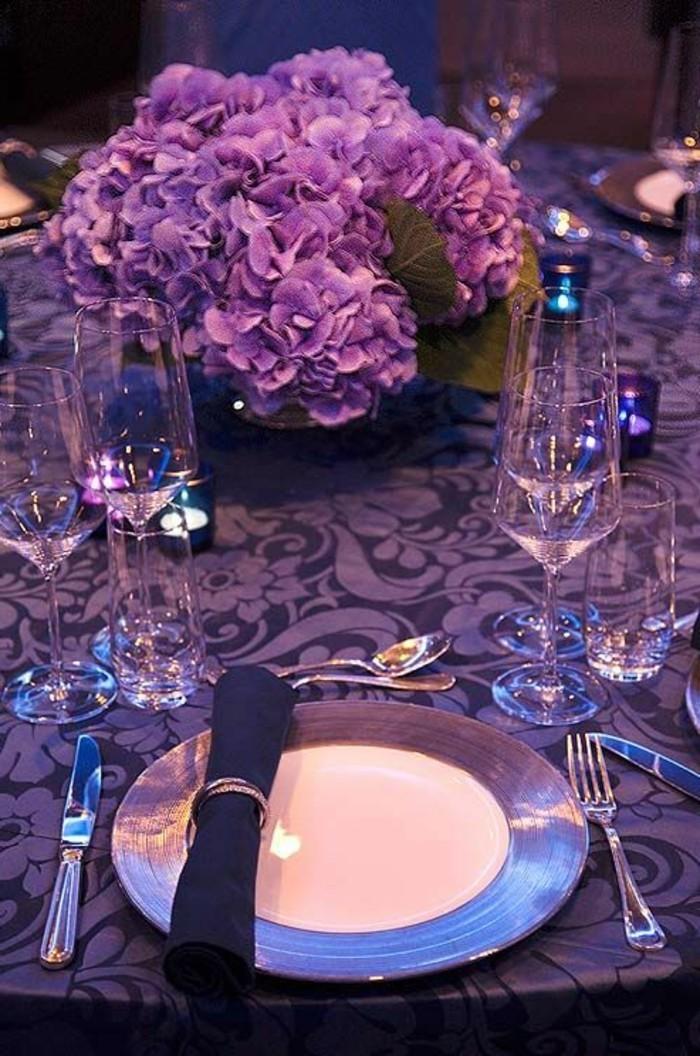 tischdeko-lila-mit-lila-dekoration-den-tisch-verschönern