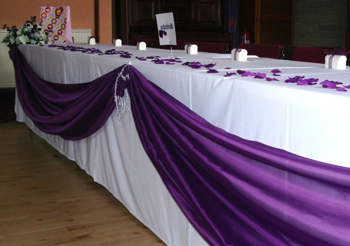 tischdeko-lila-schön-aussehende-lila-dekoration