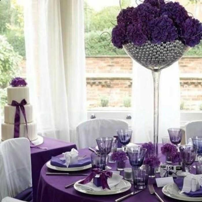 tischdeko-lila-schöne-lila-dekoration
