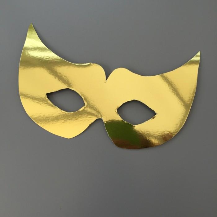 Kindermasken-basteln-in-golderner-Farbe