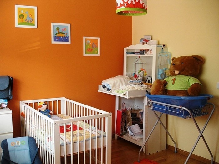 kinderzimmer-orange-eine-auffaellige-dekoration