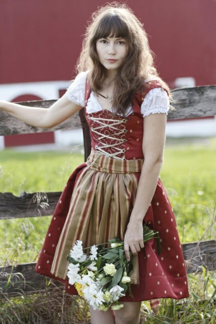 Oktoberfest-Kleidung-Damen-in-roter-Farbe