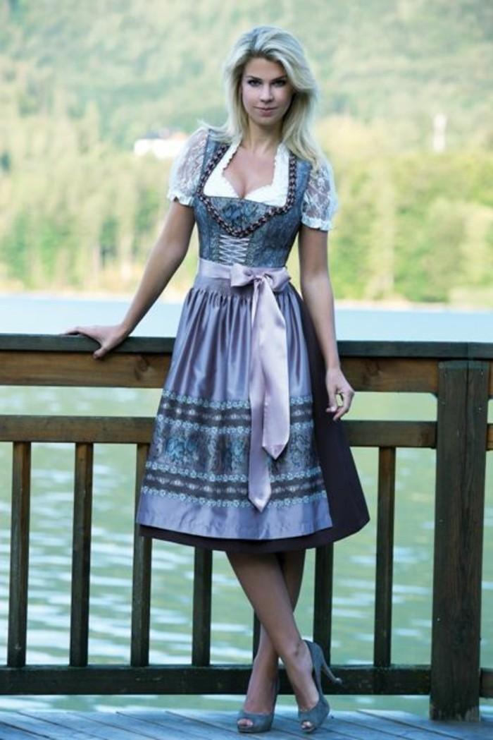 Oktoberfest-Kleidung-Damen-mit-Blumen-Muster