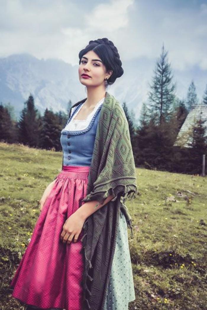 Oktoberfest-Kleidung-Damen-mit-großem-Schal