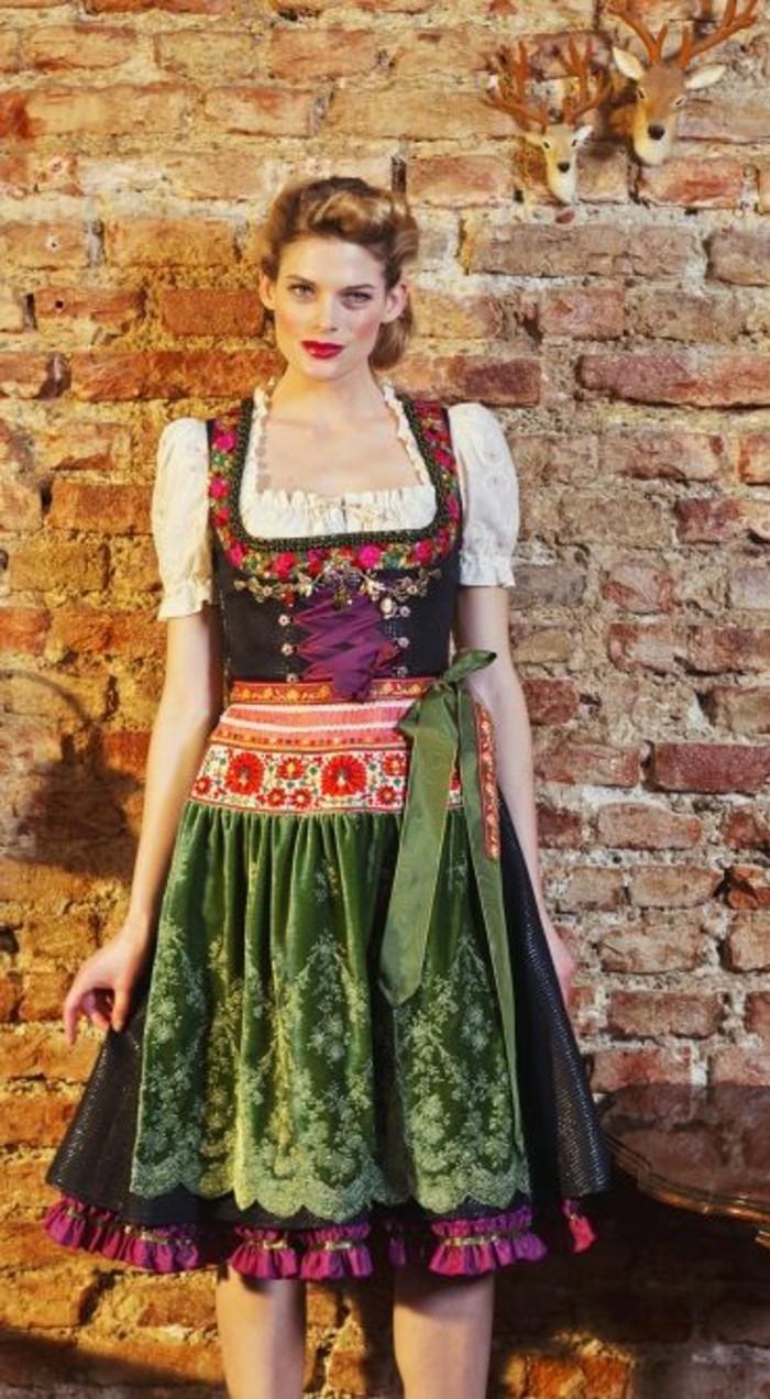 Oktoberfest-Kleidung-Damen-mit-kurzem-Rock