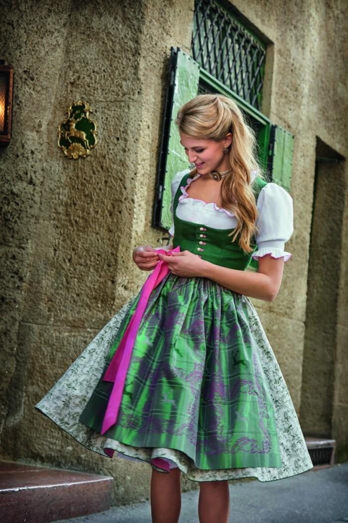Oktoberfest-Kleidung-Damen-mit-rosa-Band