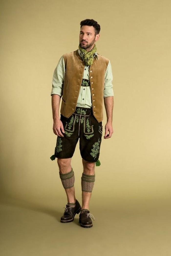 Oktoberfest-Kleidung-Herren-mit-grünem-Schal