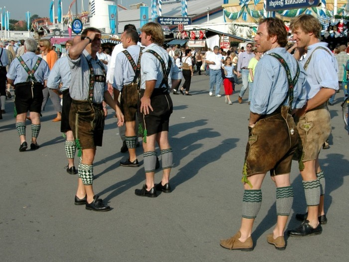 Oktoberfest-Outfit-Männer-mit-Hosenträger