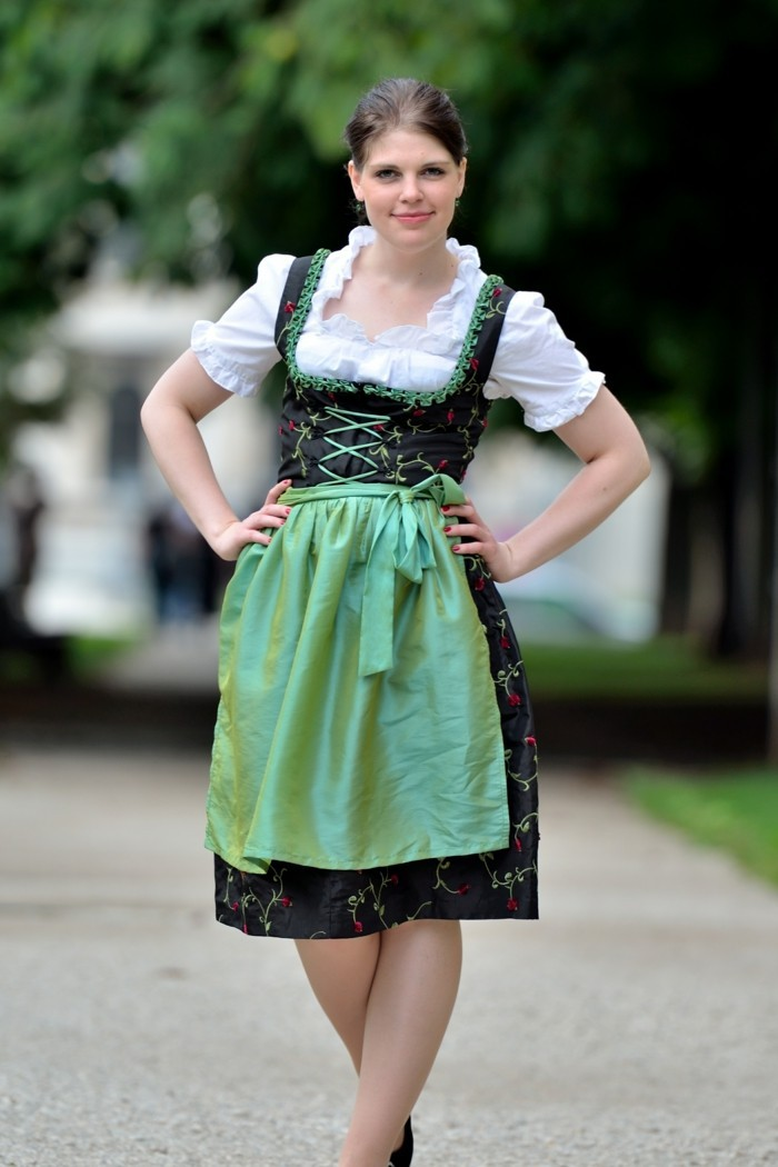 Oktoberfest-Outfits-typisches-Dirndl