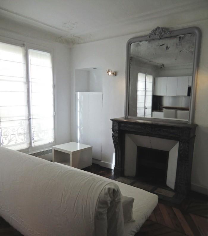 spiegel-antik-in-grauer-farbe