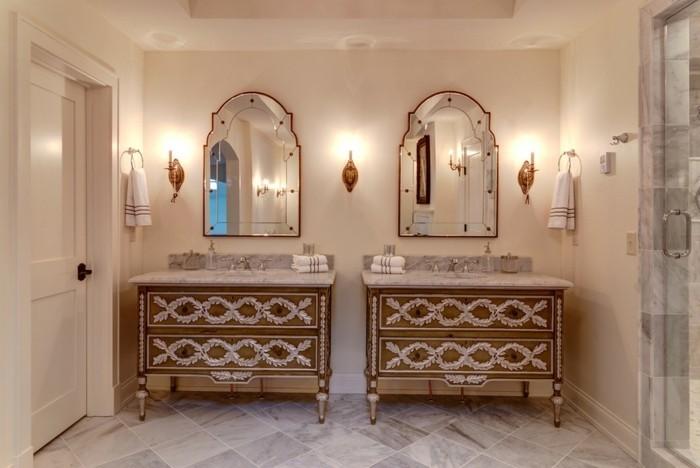 spiegel-antik-zwei-symmetrische-stuecke