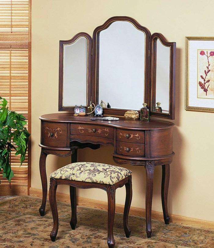 vintage-spiegel-auf-altem-schminktisch