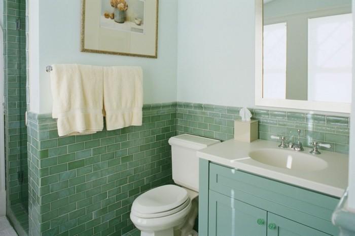 badezimmer-fliesen-streichen-in-gruner-farbe