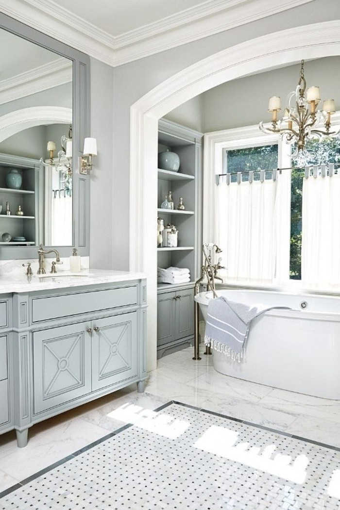 badezimmer-gestalten-ideen-mit-weisen-vorhangen
