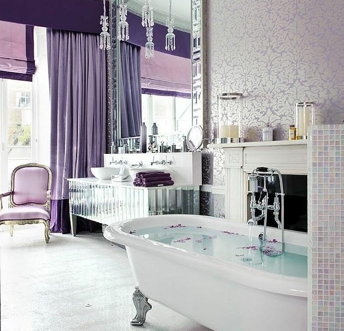 badezimmer-in-lila-und-weis-geschmackvoll-gestaltet
