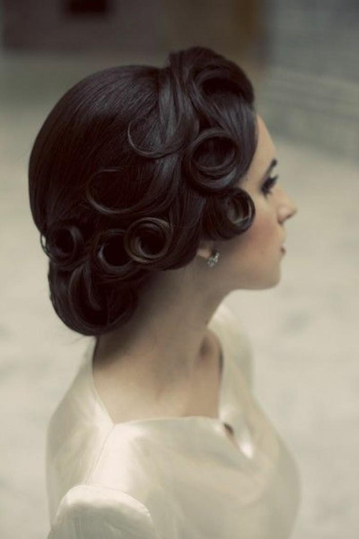 ballfrisuren-selber-machen-lockiges-haar