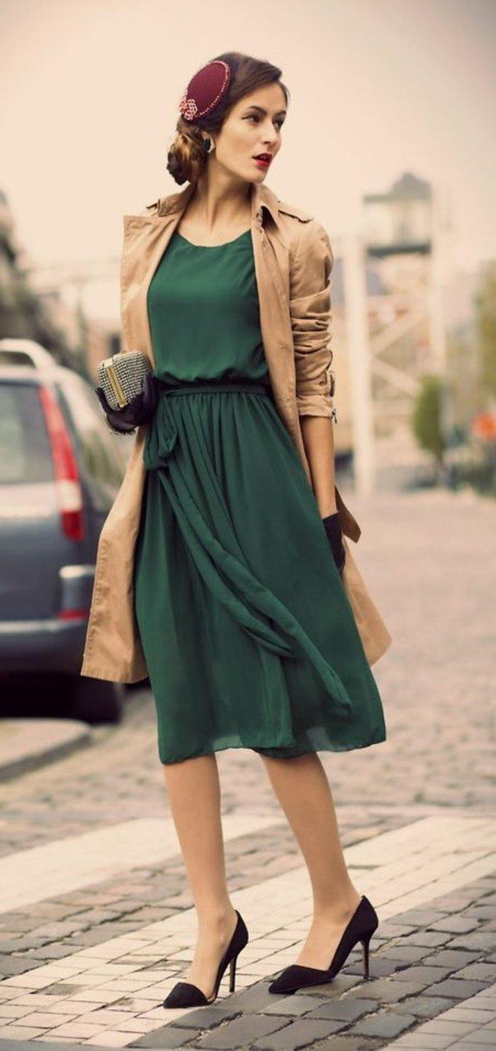 damenkleider-elegant-mit-einem-mantel
