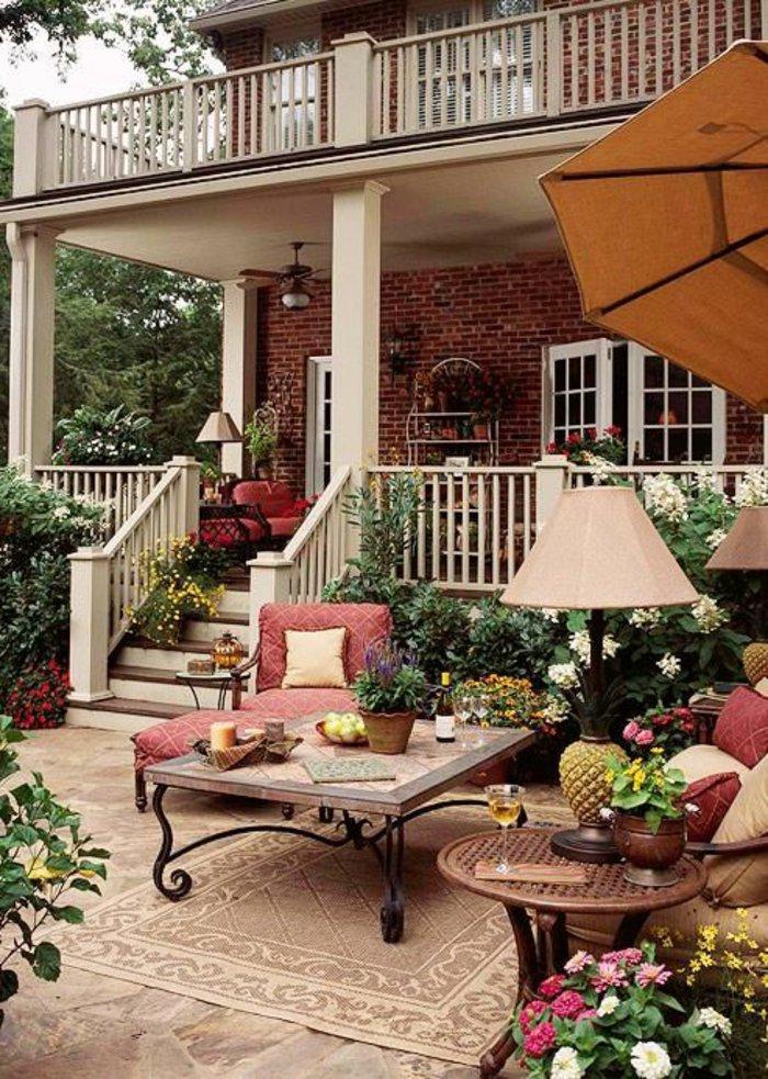 deko-fur-terrasse-mit-einer-stehlampe