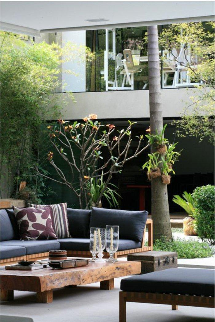 deko-fur-terrasse-mit-hohem-baum